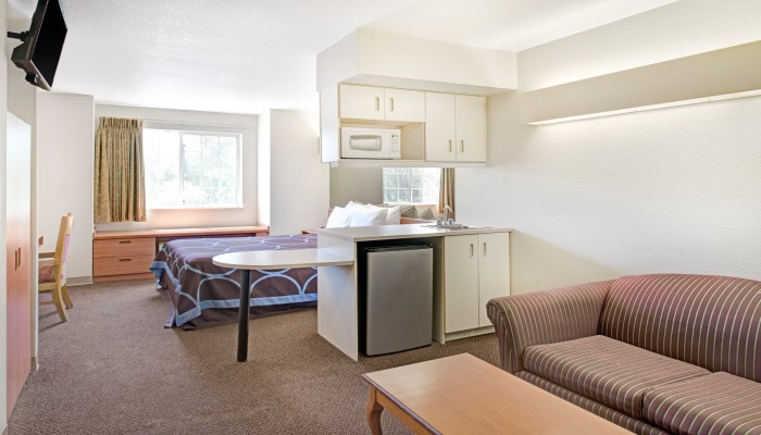 Welcome To Super 8 by Wyndham Sacramento Airport - Standard Queen Suite