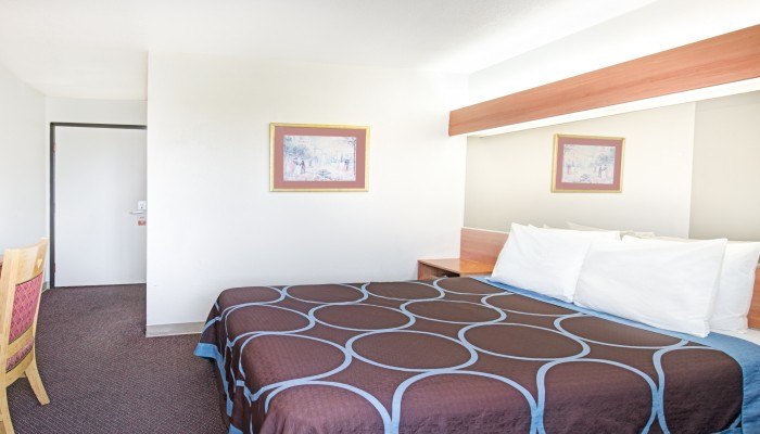 Welcome To Super 8 by Wyndham Sacramento Airport - Accessible One Queen Bed Guest Room