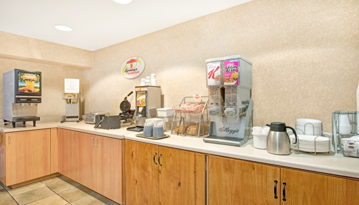 Welcome To Super 8 by Wyndham Sacramento Airport - Breakfast Area